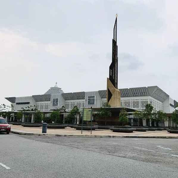 Raja Haji Fisabilillah Mosqueunique eco friendly mosque of the world with go green architecture design vdiscovery arvinovoyage