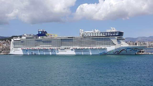 Norwegian Epic worlds biggest cruise ships  most amazing ships vdiscovery arvinovoyage