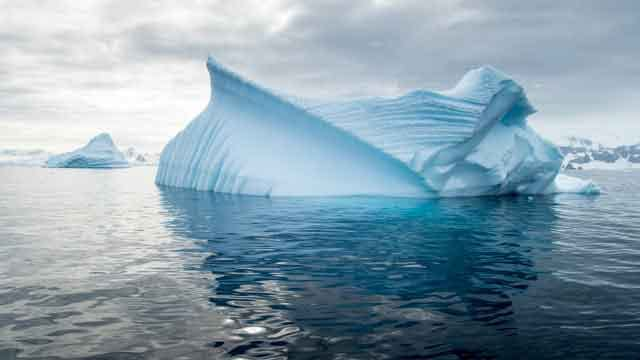Antarctica 20 popular tourist locations under threat that are dying vdiscovery arvinovoyage