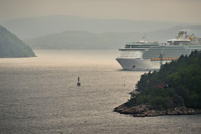 Independence of the Seas worlds biggest cruise ships  most amazing ships vdiscovery arvinovoyage