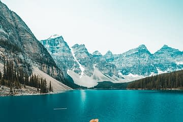 Moraine Lake 10 best places to visit in canada discover fantastic vdiscovery arvinovoyage