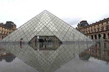 Louvre Museum photos the quiet emptiness of a world under coronavirus