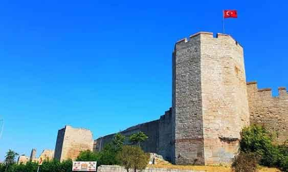 Walls-of-Constantinople-Turkey-top-5-ancient-wall-still-standing-today-vdiscovery-arvinovoyage
