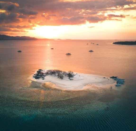 Gili-Kedis-Lombok-West-Nusa-Tenggara-snorkeling-for-beginners-in-indonesia-top-31-destinations-that-will-blow-you-away-vdiscovery-arvinovoyage