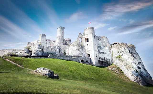 Castle Ogrodzieniec interesting travel plans  after coronavirus restrictions crisis ended vdiscovery arvinovoyage