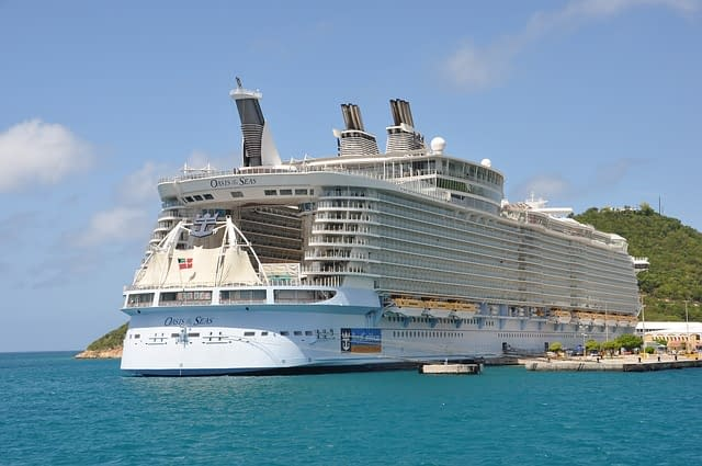 Oasis of the Seas  worlds biggest cruise ships  most amazing ships vdiscovery arvinovoyage