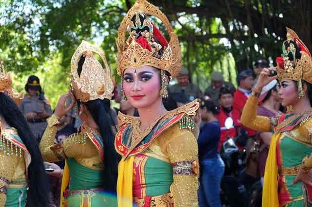 Nusa Dua Bali Fiesta Festival trip tour mengiat beach nusa dua cleanest beaches in bali vdiscovery arvonovoyage