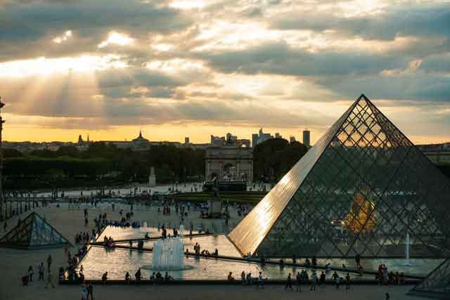 The Louvre Museum famous virtual tours online you can take on your couch vdiscovery arvinovoyage