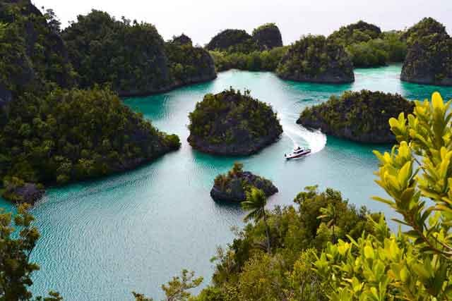 Raja-Ampat-Regency-West-Papua-snorkeling-for-beginners-in-indonesia-top-31-destinations-that-will-blow-you-away-vdiscovery-arvinovoyage