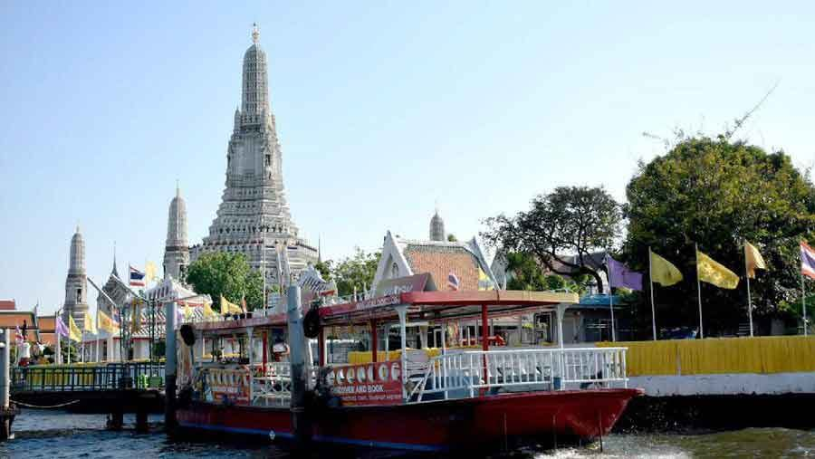 Wat Arun  photos the quiet emptiness of a world under coronavirus vdiscovery arvinovoyage