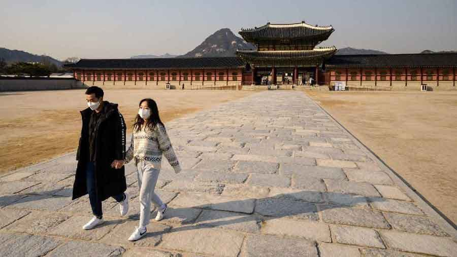 Gyeongbokgung photos the quiet emptiness of a world under coronavirus vdiscovery arvinovoyage