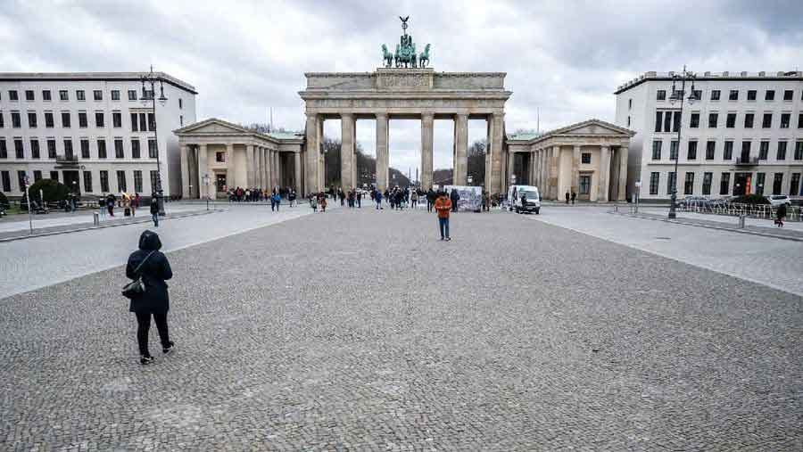 Pariser Platz  photos the quiet emptiness of a world under coronavirus vdiscovery arvinovoyage