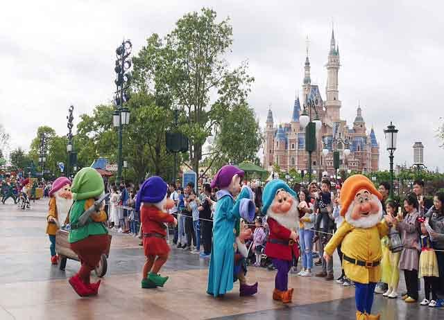 Shanghai Disneyland Park countries that reopen amusement parks amid coronavirus worries vdiscovery arvinovoyage