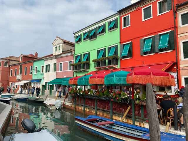 Trattoria-Al-Gatto-Nero-seafood-restaurants-burano-venice-city-of-colours-in-italy-vdiscovery-arvinovoyage